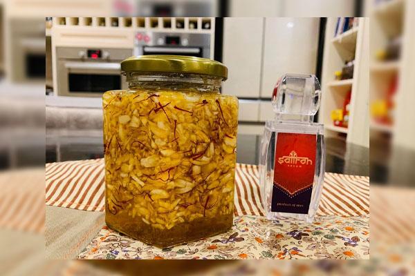 Cách sử dụng tỏi và Saffron giúp giảm đau họng hiệu quả