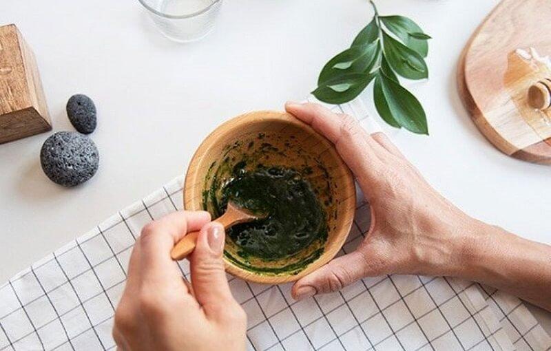 Saffron mask với bột trà xanh