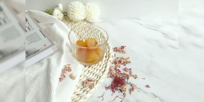 Cách làm đá viên Saffron hoa hồng
