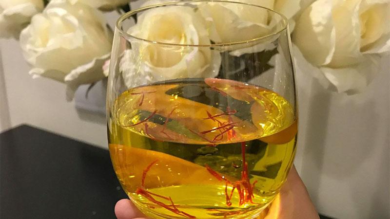 Cách uống Saffron với nước ấm