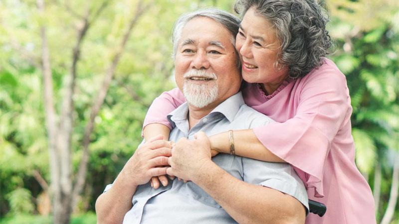 Người lớn tuổi - Đối tượng sử dụng nhụy hoa nghệ tây an toàn
